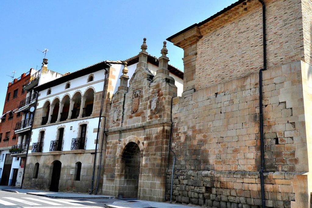 Los Arcos, Camino Santiago, Navarra, Bodega Marques de Valcarlos