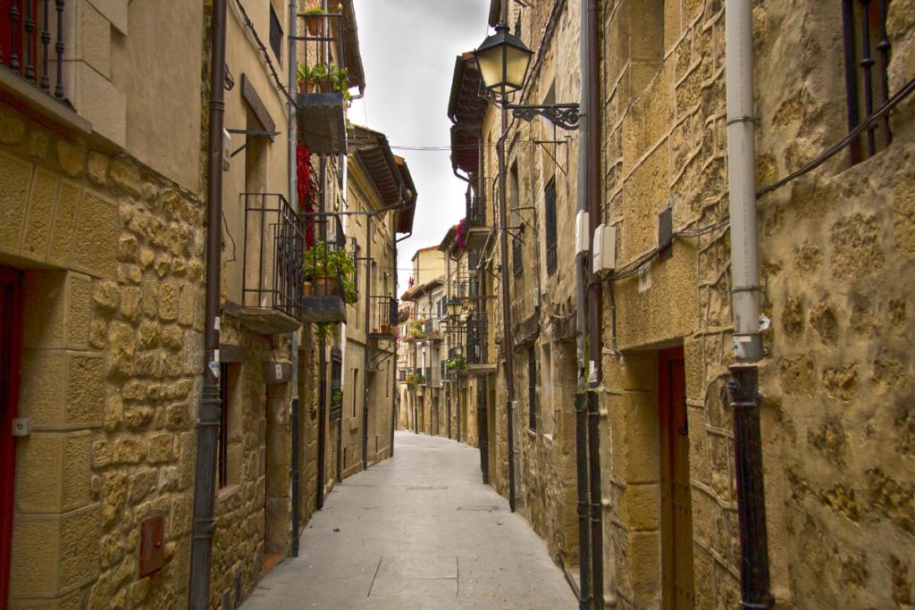 Sierra de Cantabria, Calle Laguardia