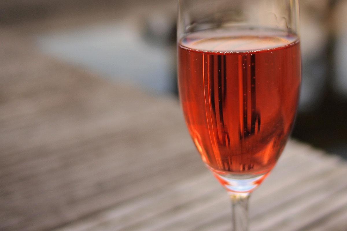 Viernes, fiestas y unas botellas de Campillo Rosé…