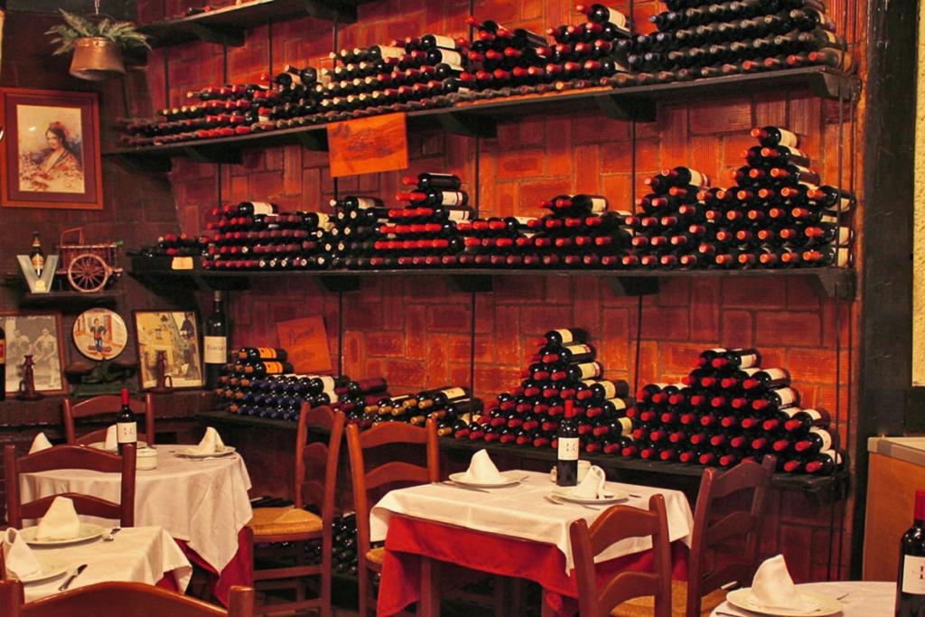 De vinos por Málaga en Semana Santa, Mesón Antonio