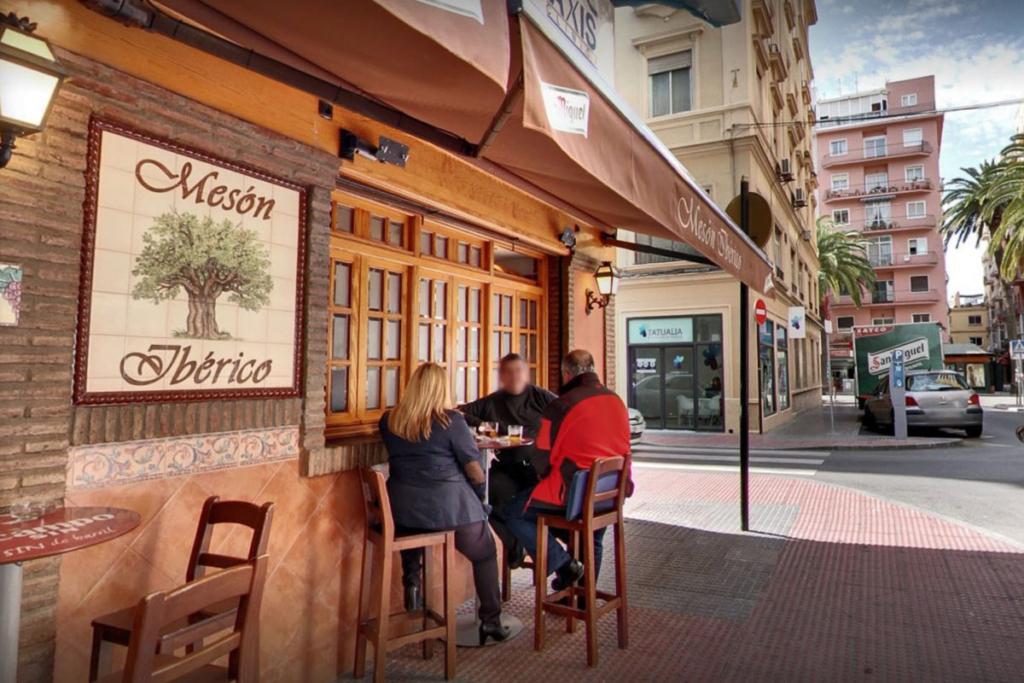De vinos por Málaga en Semana Santa, Mesón Ibérico