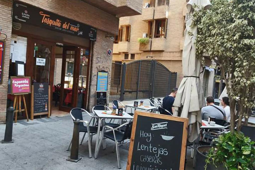 De vinos por Valencia en Fallas, La Tasquita de Mar