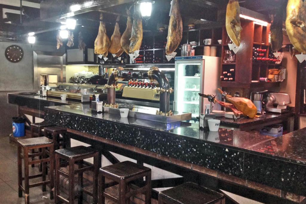 De vinos por Vigo, Mesón Compostela