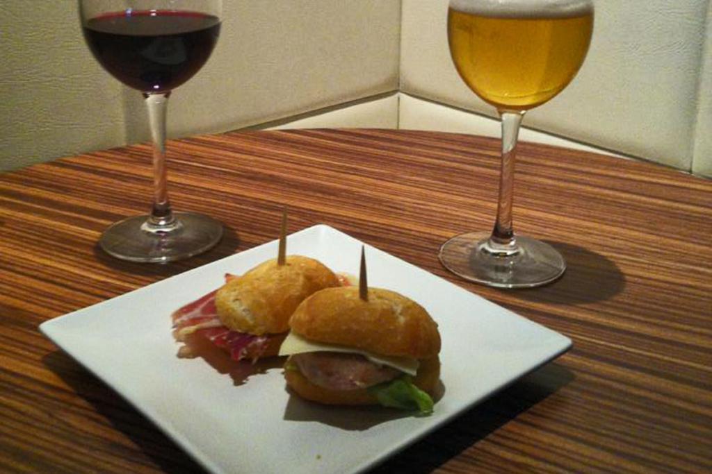 De vinos por Vitoria II, Café Trivia