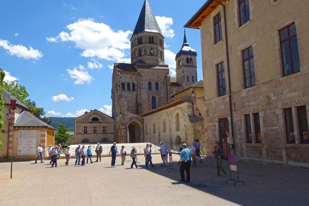 Monasterios, Historia y vino, Monasterio Cluny