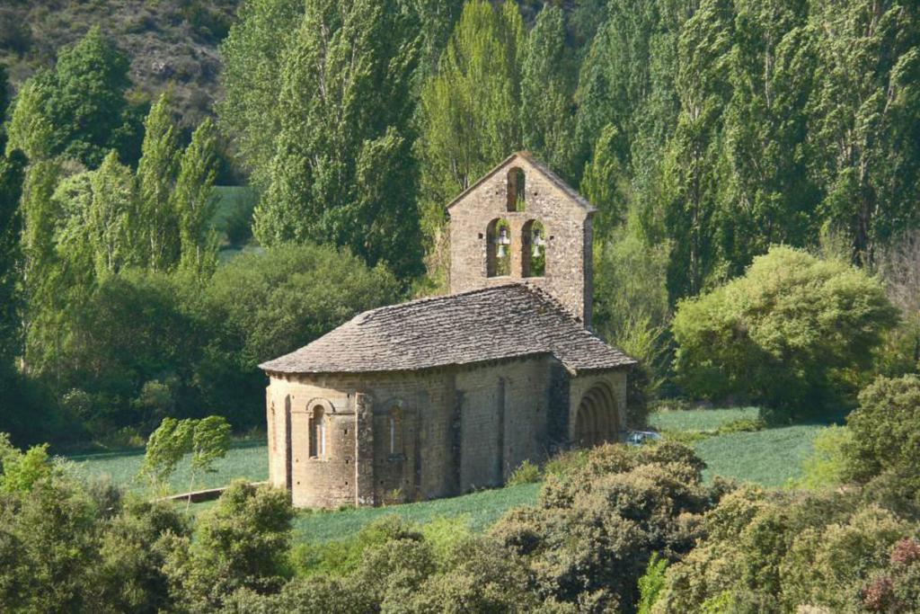 Cuatro sitios de Picnic en Navarra, Iglesia San Pedro de Echano