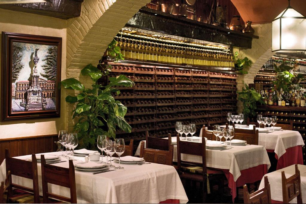 08013 Barcelona en código Faustino, Restaurante Gorría