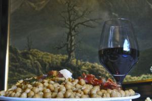 Trekking, vino y otoño en Potes, Hotel Restaurante El Oso