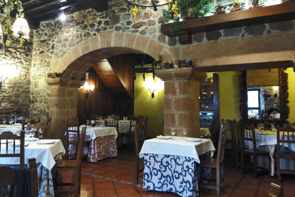 Trekking, vino y otoño en Potes, Restaurante El Bodegón