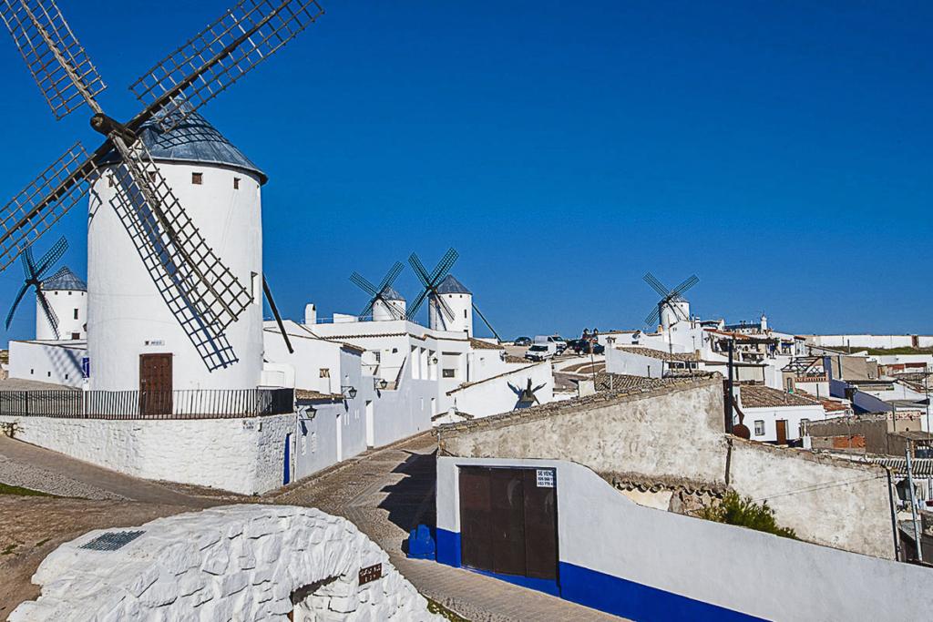 Pueblos para un puente en La Mancha, Campo de Criptana, Ruta Quijote, Molinos de viento