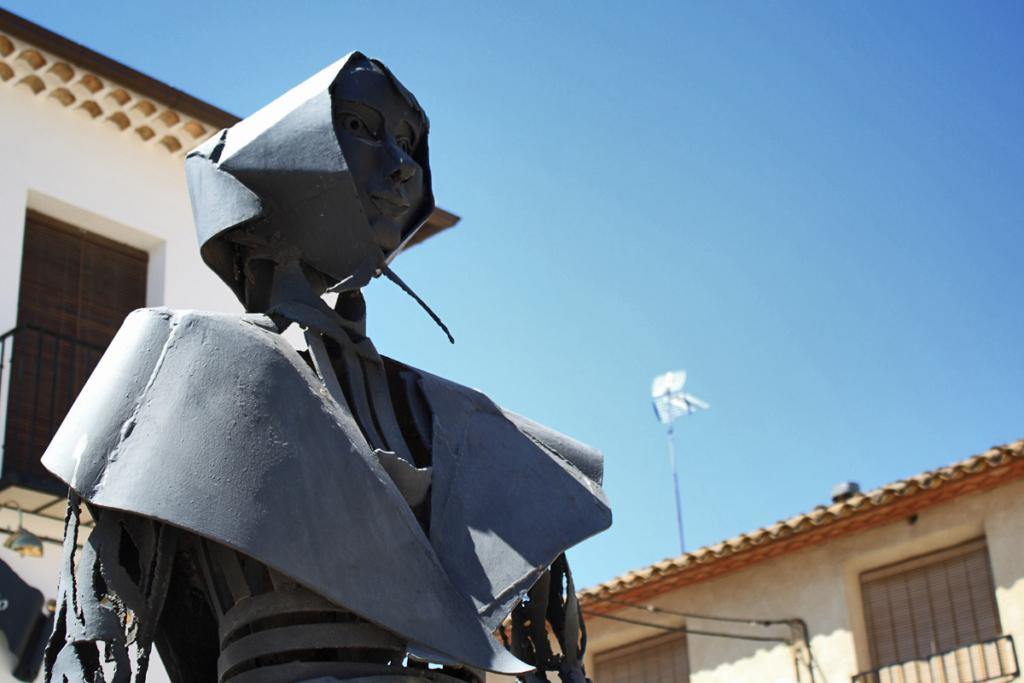 Pueblos para un puente en La Mancha, El Toboso, Ruta Quijote, escultura Dulcinea
