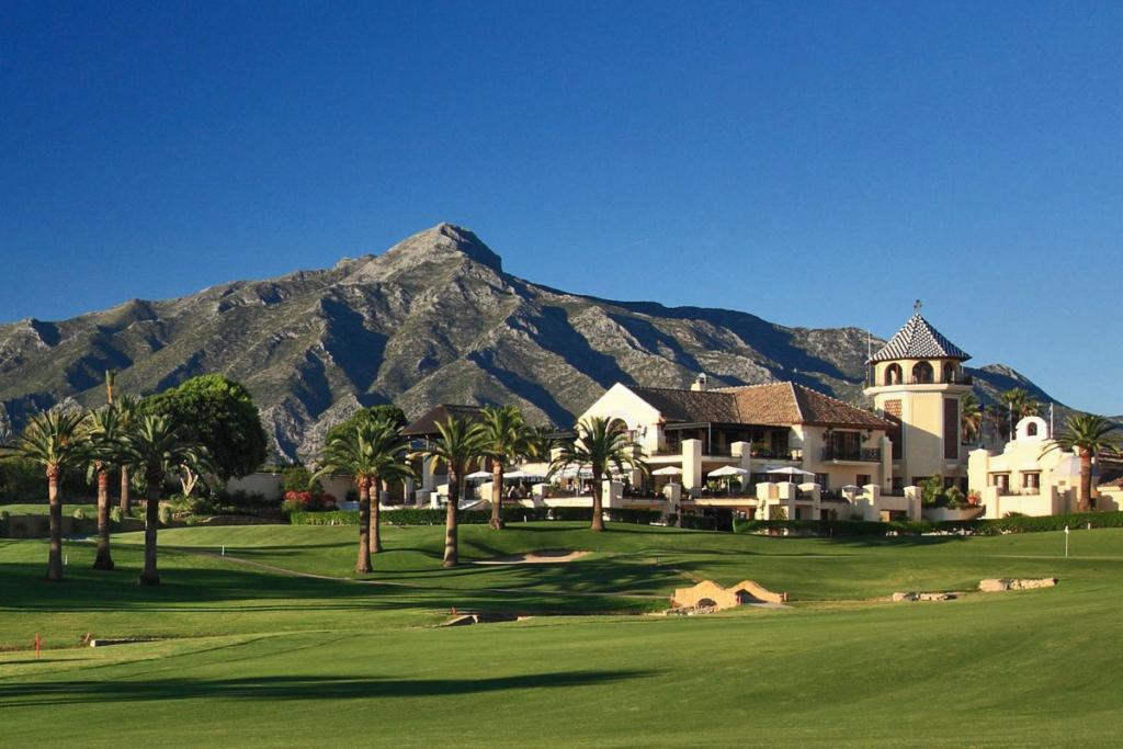 A Faustino le gusta el golf, Golf los Naranjos