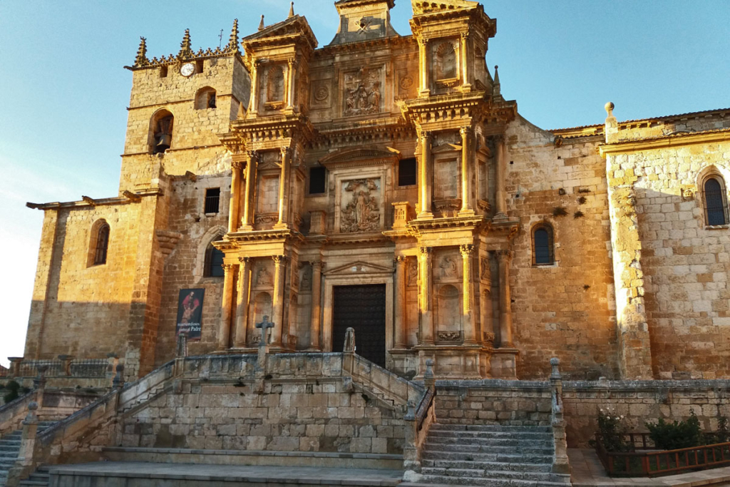 Ocho propuestas viajeras por el sur de Burgos, Gumiel de Izan
