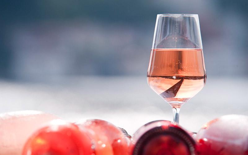 Cócteles con rosado, lo más del verano