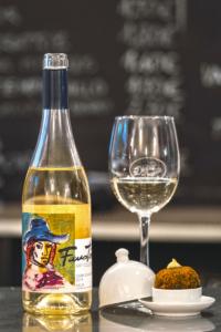 Calle Laurel, alma riojana, ambiente Universal, tapear Logroño, Divina Croqueta, Faustino Art Collection Chardonnay