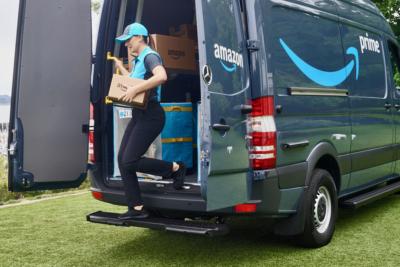 Faustino y Amazon. furgoneta Amazon, entrega paquete amazon, logistica entrega paquetas, transporte entrega paquete amazon