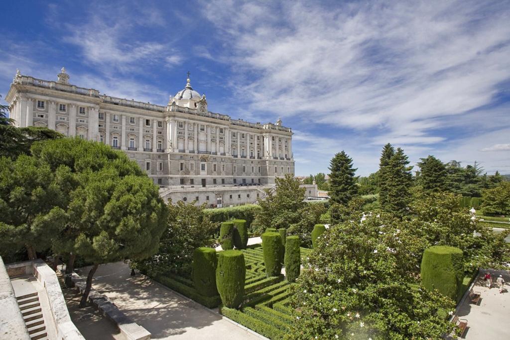 Diez monumentos emblemáticos españoles - primera parte, Palacio Real, Madrid