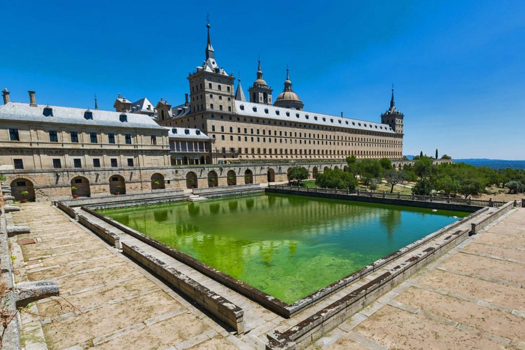 Diez monumentos emblemáticos españoles - primera parte, Monasterio El Escorial, Madrid