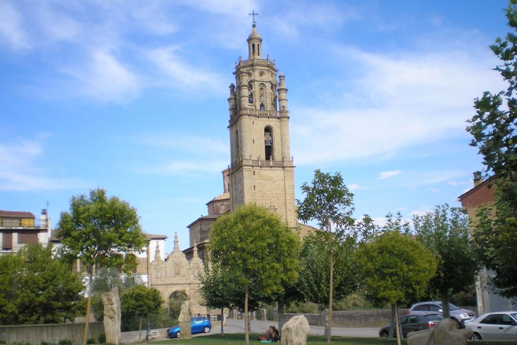 Un paseo por Los Arcos, Iglesia Santa Maria